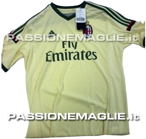 La camiseta del Milan para la temporada 2014 - 2015
