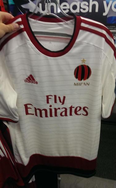 Camiseta suplente del Milan para la temporada 2014 - 2015