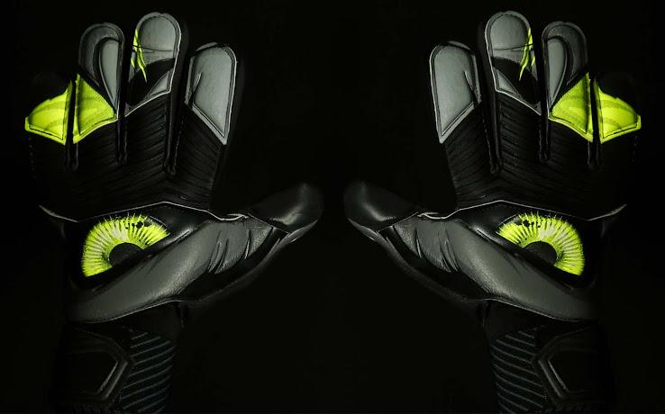 Los guantes de Iker Casillas 2015