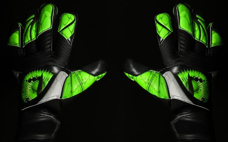 Los guantes de Petr Cech 2015