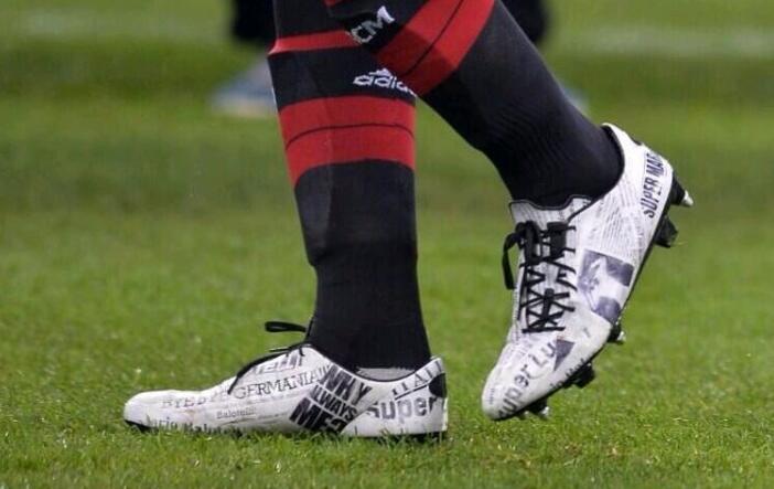 Las nuevas botas de Mario Balotelli