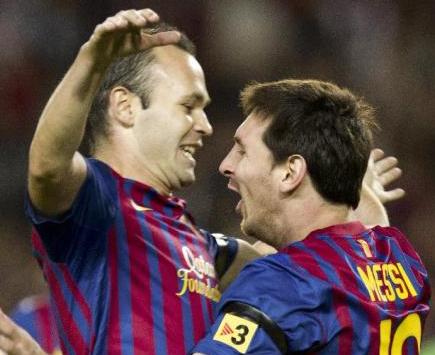 Leo Messi y Andrés Iniesta celebran un gol con el Barcelona