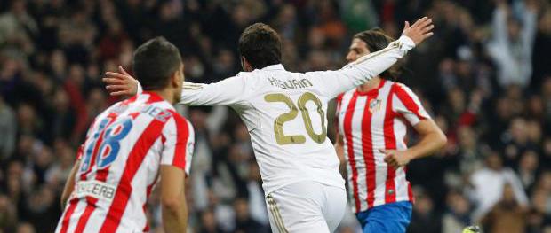 Gonzalo Higuaín celebra el gol logrado frente al Atlético de Madrid