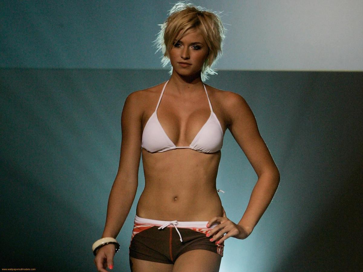 Lena Gercke en un pase de modelos