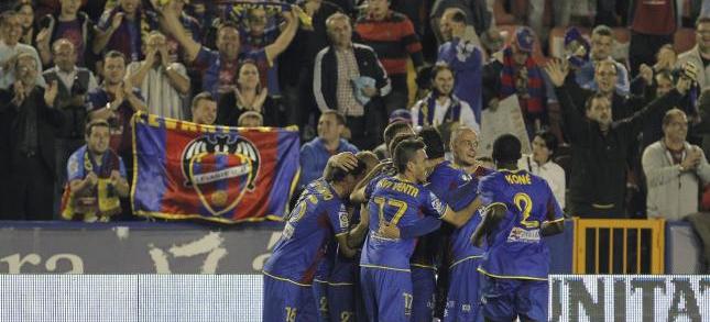 Los jugadores del Levante celebran un gol logrado