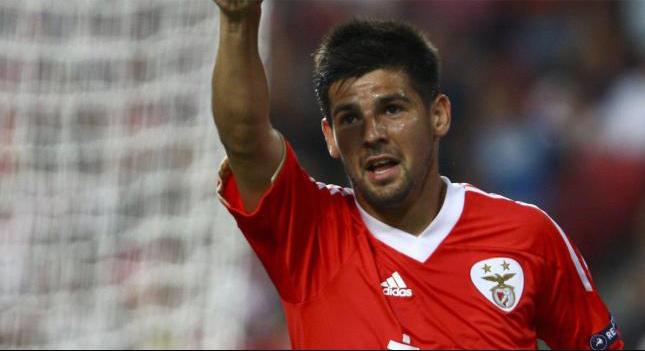 Nolito durante un encuentro con el Benfica