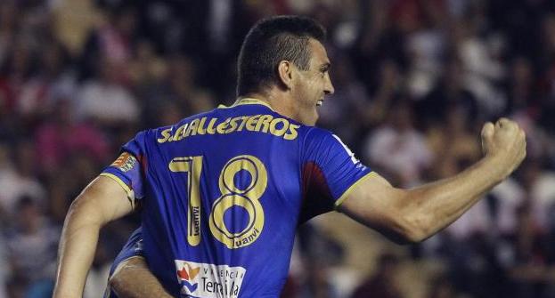 Sergio Ballesteros celebra un gol con el Levante