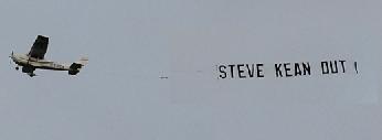 El avión protesta de Steve Kean Out