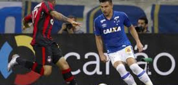Cruzeiro y Atlético Paranaense en un enfrentamiento anterior
