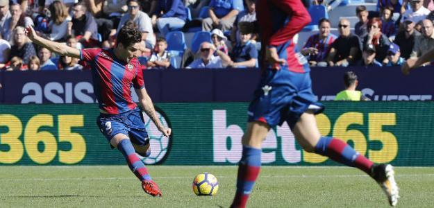 Toño, en una acción frente al Girona la pasada temporada.