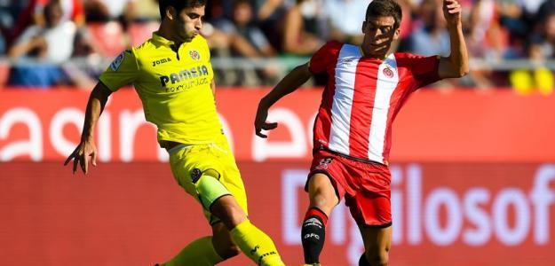 Manu Triguero y Pere Pons disputan un balón